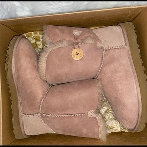 Ugg Boots Bailey Button Size. 7
